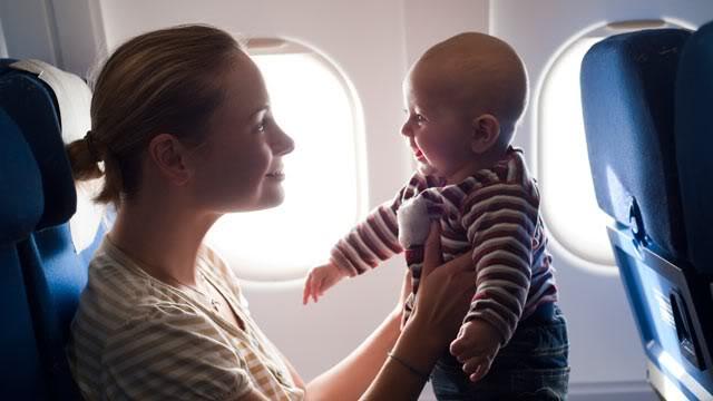 7 kinh nghiệm khi cho trẻ nhỏ đi máy bay đường dài
